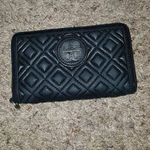 Tory burch Marion Quilted Smartphone Wristlet Wall